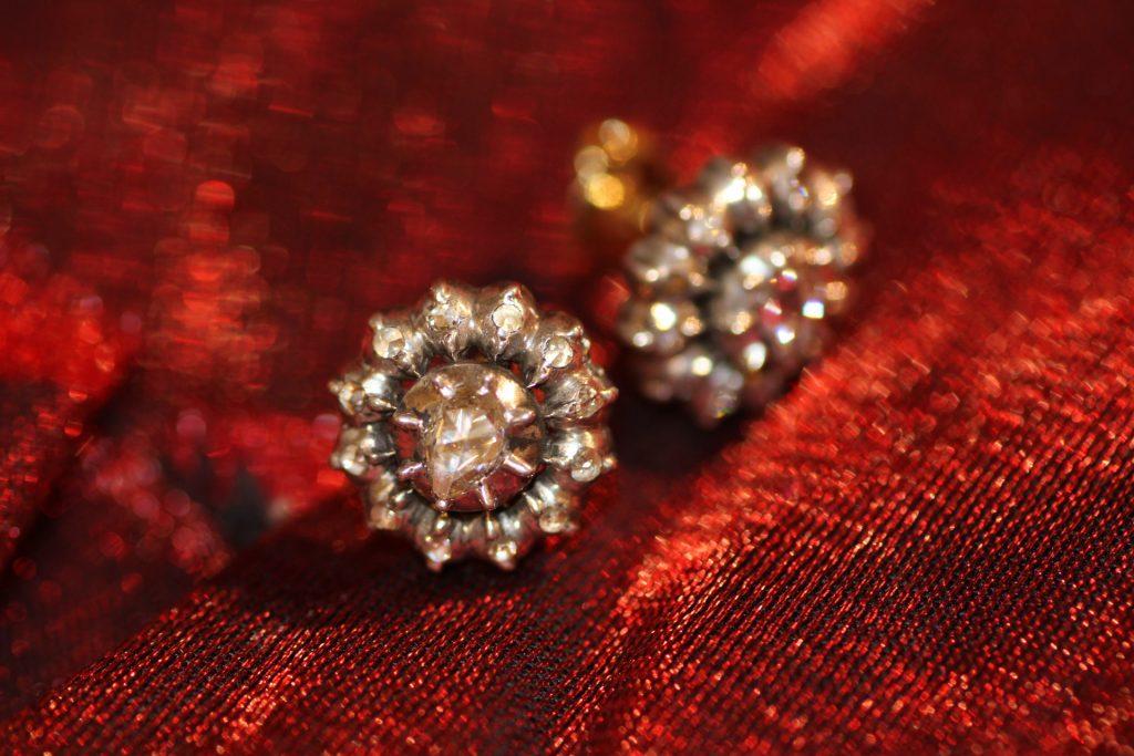 Roosdiamanten oorknoppen